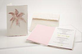 0541 - lelie roze handgeschept papier