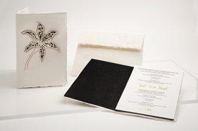 0540 - lelie zwart handgeschept papier