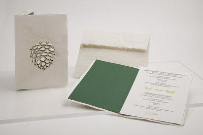 0363 - dennenappel handgeschept papier